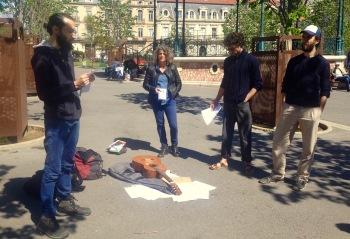 Helio Possoz, Juliette Massat, Pierre Mounir & Mathieu Gabard lisant des textes et témoignages d'enfermés au CRA de Sète