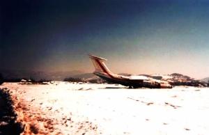 L'aéroport de Sarajevo sous la neige, pendant les bombardements